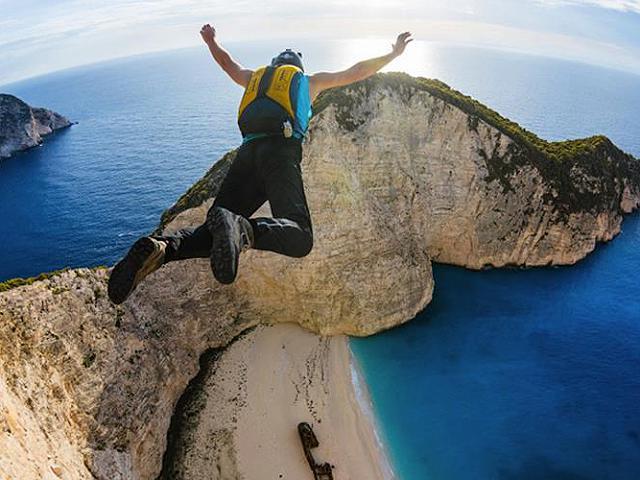 Risultati immagini per persone che cercano adrenalina